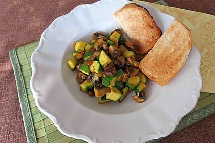 Travelamigos Zucchini-Champignon-Salat mit Balsamicovinaigrette 1