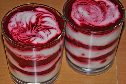 Buttermilch-Mousse mit Himbeersoße 3