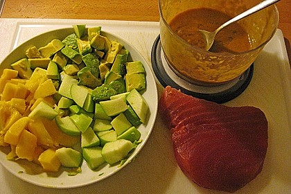 Sashimi vom Thunfisch mit Avocado, Mango, Apfel-Concassée 2