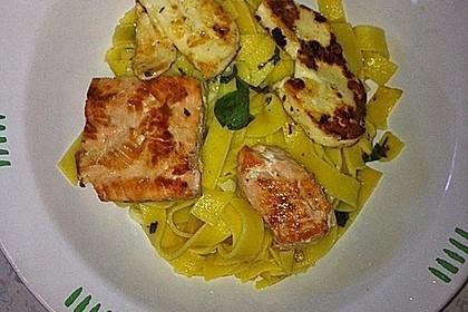 Knoblauchspaghetti mit Lachs und Halloumi