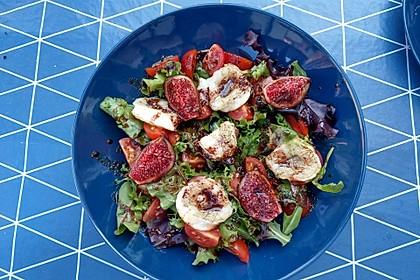 Bunter Salat mit gratiniertem Ziegenkäse, Feigen und einem Balsamico-Schoko-Dressing 7