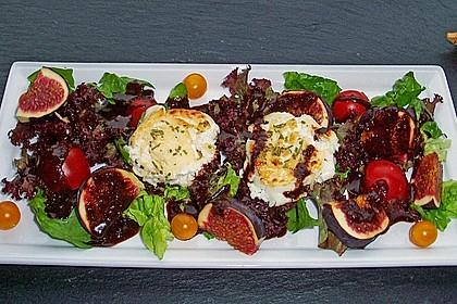 Bunter Salat mit gratiniertem Ziegenkäse, Feigen und einem Balsamico-Schoko-Dressing 1