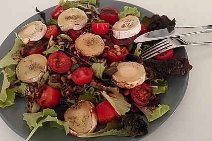 Bunter Salat mit gratiniertem Ziegenkäse, Feigen und einem Balsamico-Schoko-Dressing 2
