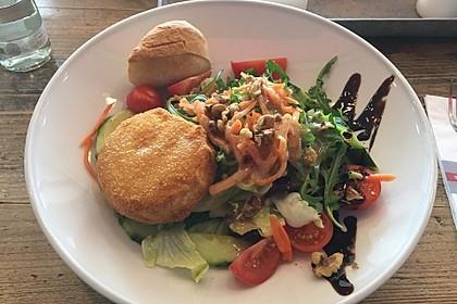 Bunter Salat mit gratiniertem Ziegenkäse, Feigen und einem Balsamico-Schoko-Dressing 6