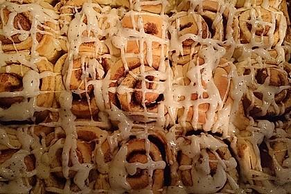 Zimtschnecken 'Cinnabon Style' (Bild)