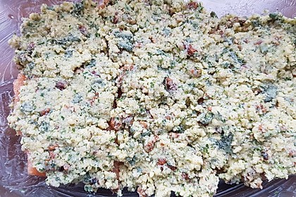 Lachs mit Parmesan-Kräuter-Walnuss-Kruste (Bild)