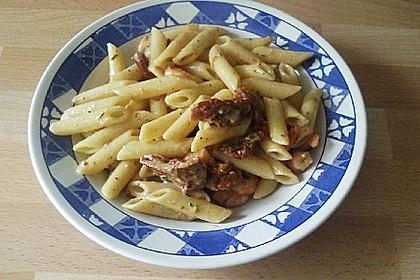 Pasta mit Garnelen und getrockneten Tomaten
