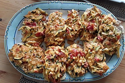 Schnitzel unter Feta-Zucchini-Haube