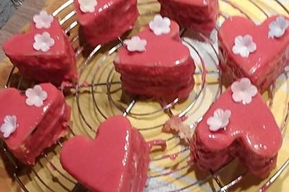 Erdbeerherzen Petits Fours 8