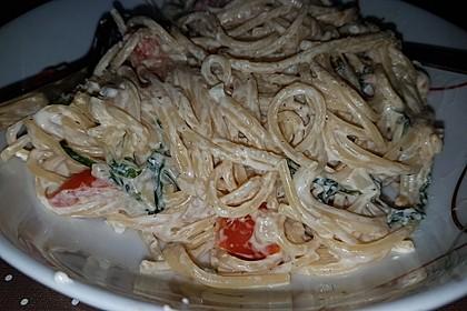 Pasta mit Bärlauch-Frischkäse-Soße und Cocktailtomaten 48