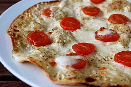 Tomaten-Mozzarella-Flammkuchen 3