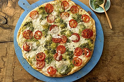 Tomaten-Mozzarella-Flammkuchen