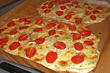 Tomaten-Mozzarella-Flammkuchen 11