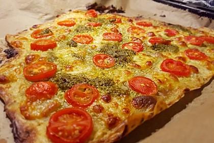 Tomaten-Mozzarella-Flammkuchen 21