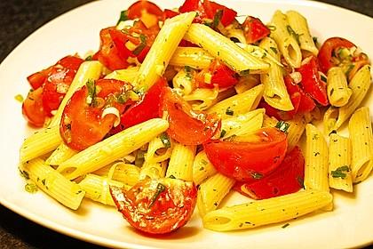 Italienischer Pasta-Tomatensalat