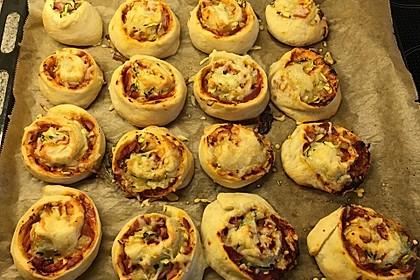 Pizzaschnecken mit Zucchini und Schinken 12