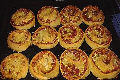 Pizzaschnecken mit Zucchini und Schinken 11