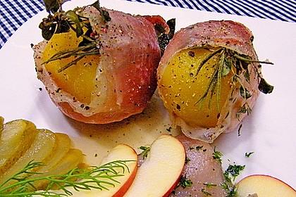 Kartoffeln mit Kräutern im Schinkenmantel