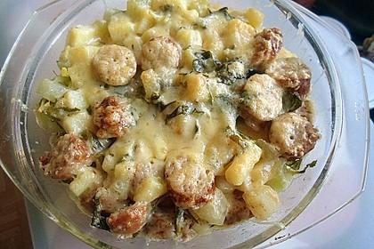 Überbackener Kartoffel-Kohlrabi-Bratwurst-Auflauf für 2 Personen 1