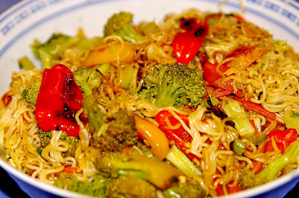 Asiatische Mie-Nudeln mit Gemüse, gebraten von BBQ-Queen | Chefkoch.de