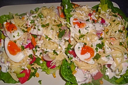 Bunte Kopfsalatnester mit Joghurt-Kräuterdressing 15