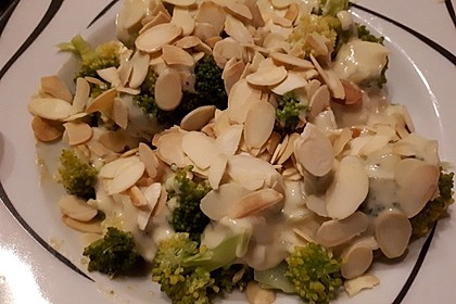 Brokkoli mit Parmesan-Senf-Sauce 12