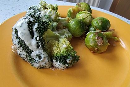 Brokkoli mit Parmesan-Senf-Sauce 10