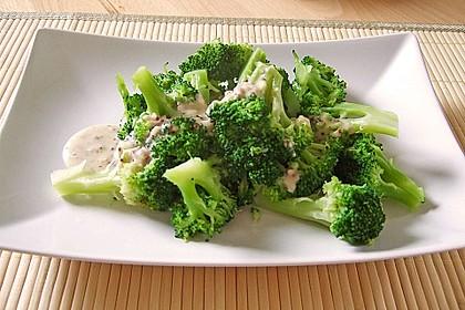 Brokkoli mit Parmesan-Senf-Sauce 2