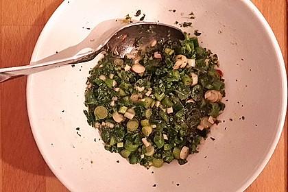 Quinoa-Bratlinge an Salsa verde als Vorspeise 2