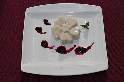 Mandelmilch Panna cotta mit weißer Schokolade
