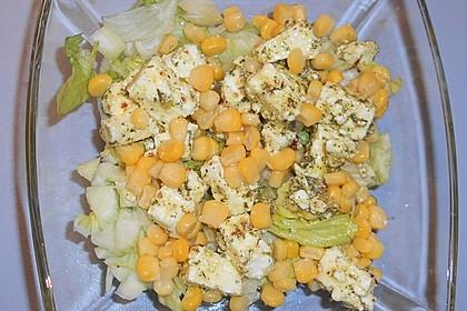 Eisbergsalat mit Mais und Feta à la Gabi (Bild)