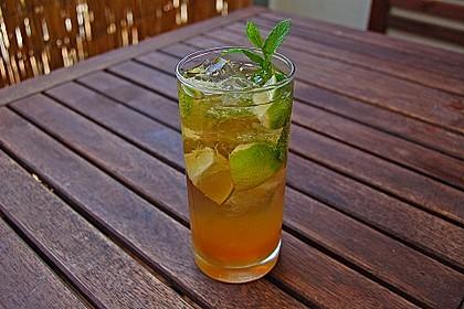 Alkoholfreier Cocktail mit Kräuterlimonade