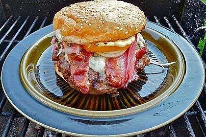 Peerfection-Burger mit Krautsalat