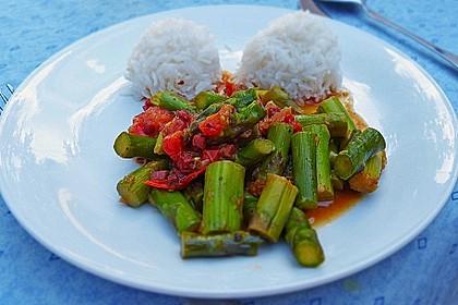 Grüner Spargel mit Cocktail-Tomaten an Reis 1