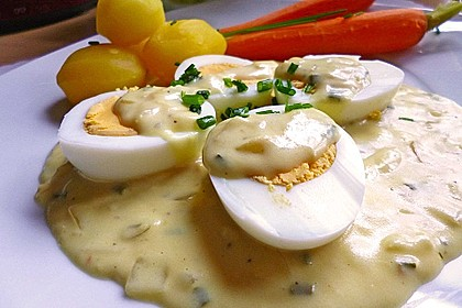 Eier in pikanter Senfsoße