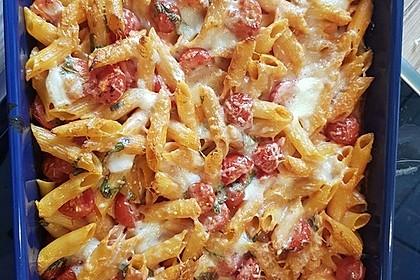 Cremiger Nudelauflauf mit Tomaten und Mozzarella 159