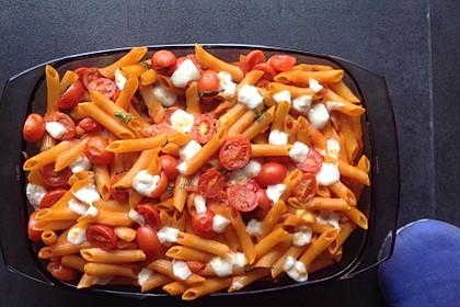 Cremiger Nudelauflauf mit Tomaten und Mozzarella 112