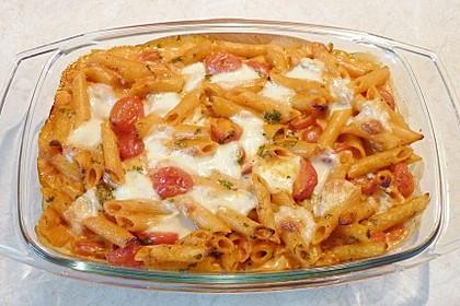 Cremiger Nudelauflauf mit Tomaten und Mozzarella 155
