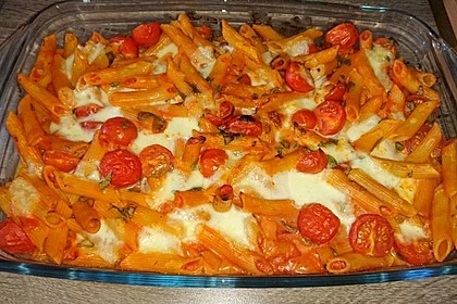 Cremiger Nudelauflauf mit Tomaten und Mozzarella 163