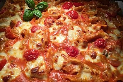Cremiger Nudelauflauf mit Tomaten und Mozzarella 129