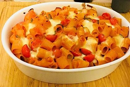 Cremiger Nudelauflauf mit Tomaten und Mozzarella 132