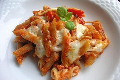 Cremiger Nudelauflauf mit Tomaten und Mozzarella 164