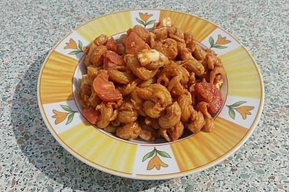 Cremiger Nudelauflauf mit Tomaten und Mozzarella 195