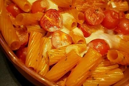 Cremiger Nudelauflauf mit Tomaten und Mozzarella 83