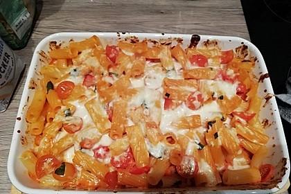 Cremiger Nudelauflauf mit Tomaten und Mozzarella 107