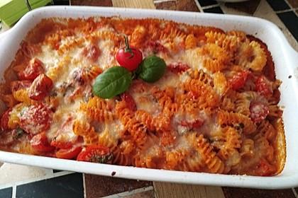 Cremiger Nudelauflauf mit Tomaten und Mozzarella 77