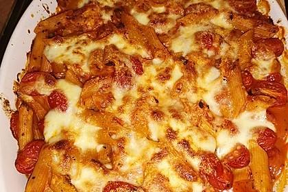 Cremiger Nudelauflauf mit Tomaten und Mozzarella 90