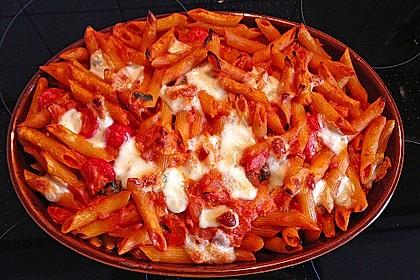 Cremiger Nudelauflauf mit Tomaten und Mozzarella 63