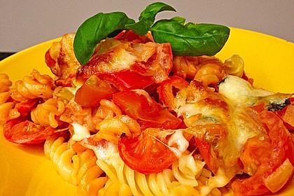 Cremiger Nudelauflauf mit Tomaten und Mozzarella 20