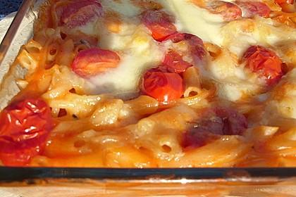 Cremiger Nudelauflauf mit Tomaten und Mozzarella 121